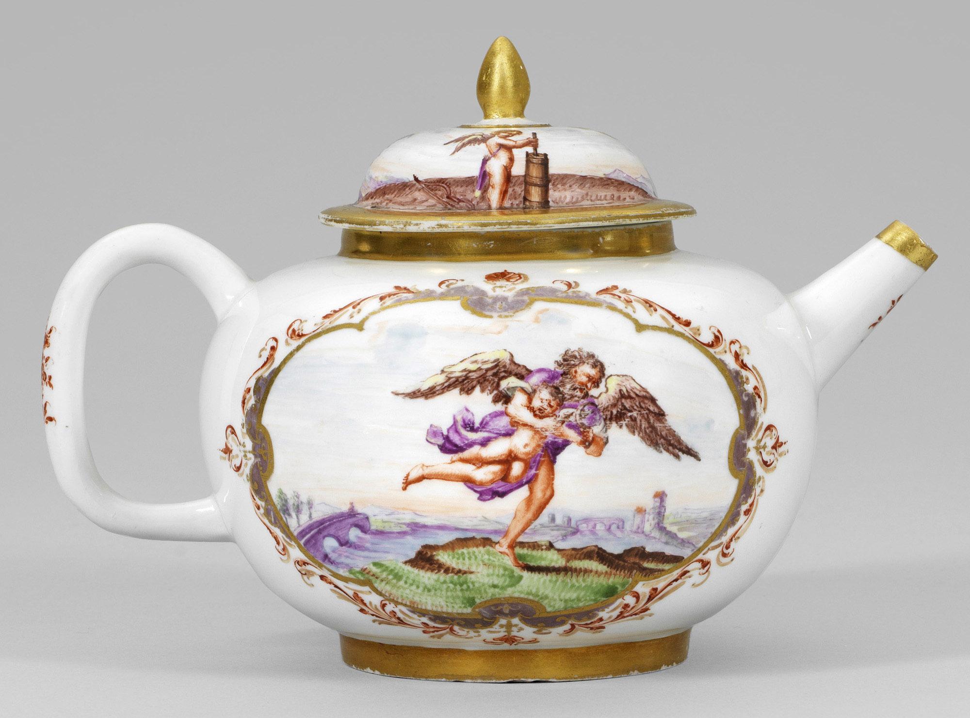 Seltene Teekanne mit mythologischen Szenen