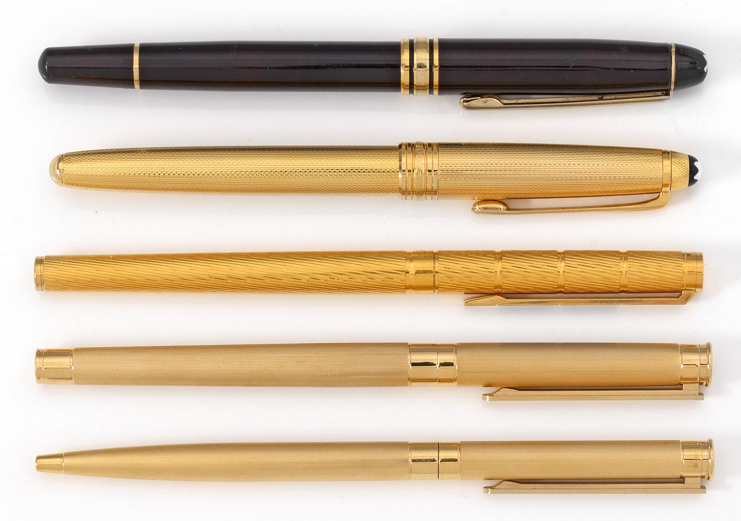 Zwei Füllfederhalter und drei Kugelschreiber